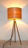 Lampe 3 pieds en Noyer, abat-jour en Frêne Olivier translucide.